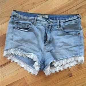 FREE PEOPLE Denim shorts w/lace 💙 size 28
